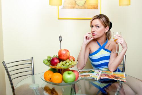Festmahl zaubern und Torten dekorieren? Lesen Sie es nach in kreativen Kochzeitschriften!