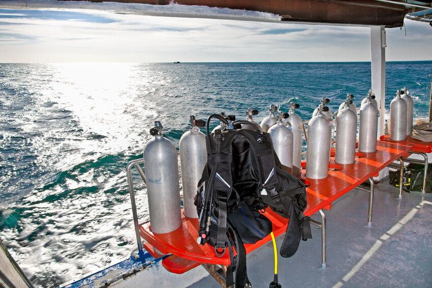 Welche Vorsichtsmaßnahmen sind beim Transport von Sauerstoffflaschen zu beachten?