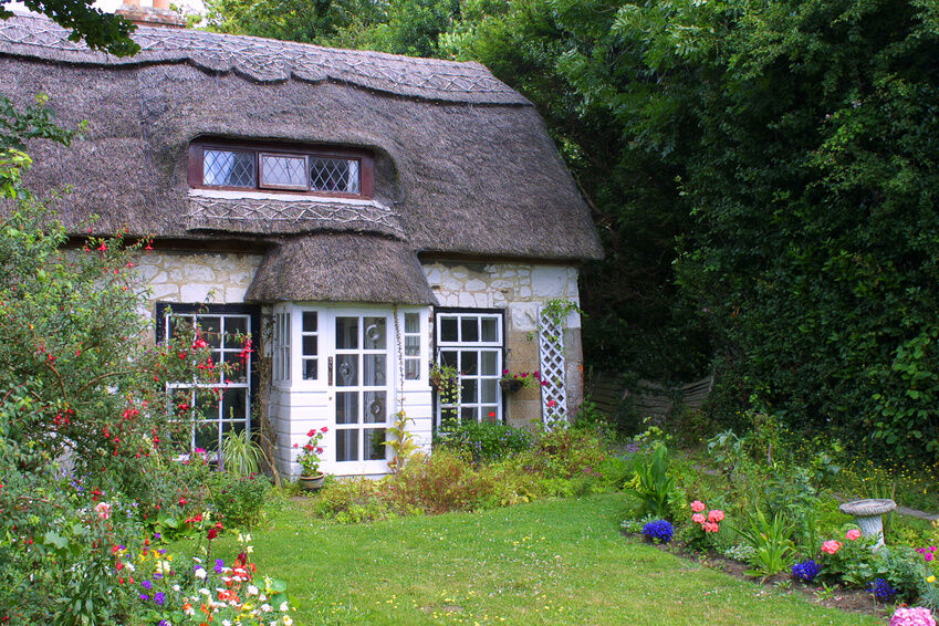 Your guide to building a thatched roof for a cottage ebay for Cottage homes to build
