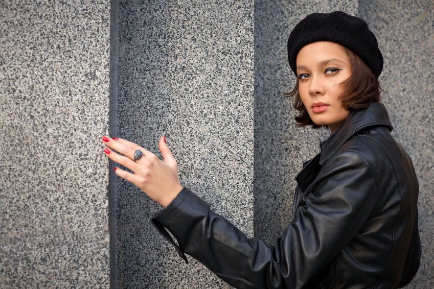 How to Dress with a Beret for an Evening Out
