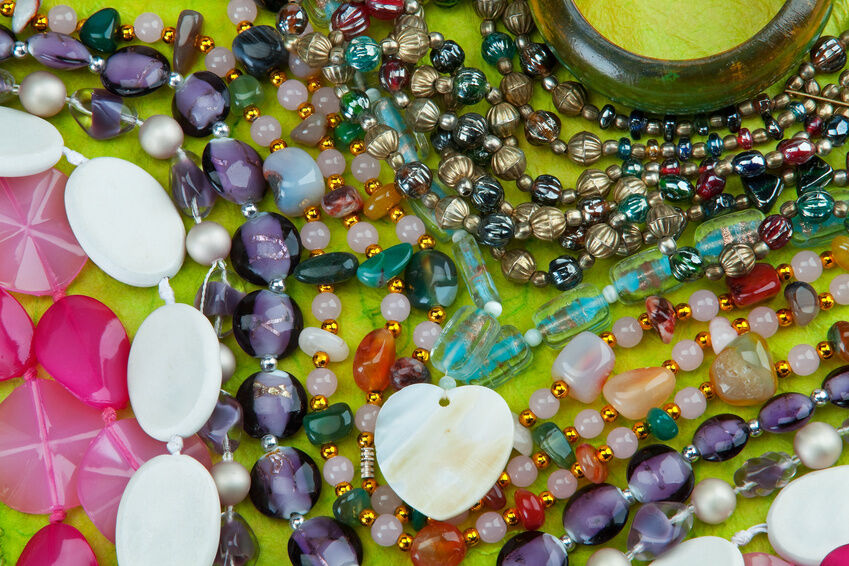 How to Buy Glass Bead Bracelets