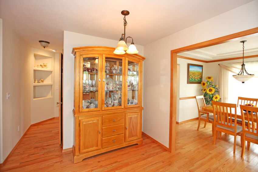 How to Decorate a Dining Room Hutch