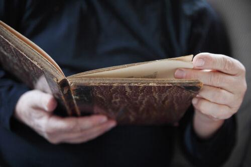 Tipps für den Kauf von antiken Mustern und Büchern für Sattler