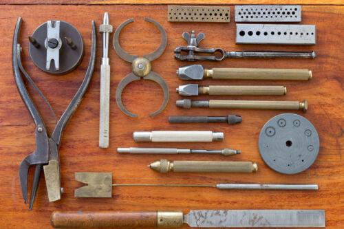 Praktisches Uhrmacherwerkzeug finden