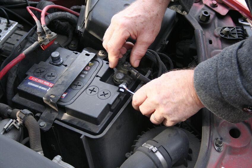 Damit der Stromschlag ausbleibt: Autobatterien fachgerecht anschließen