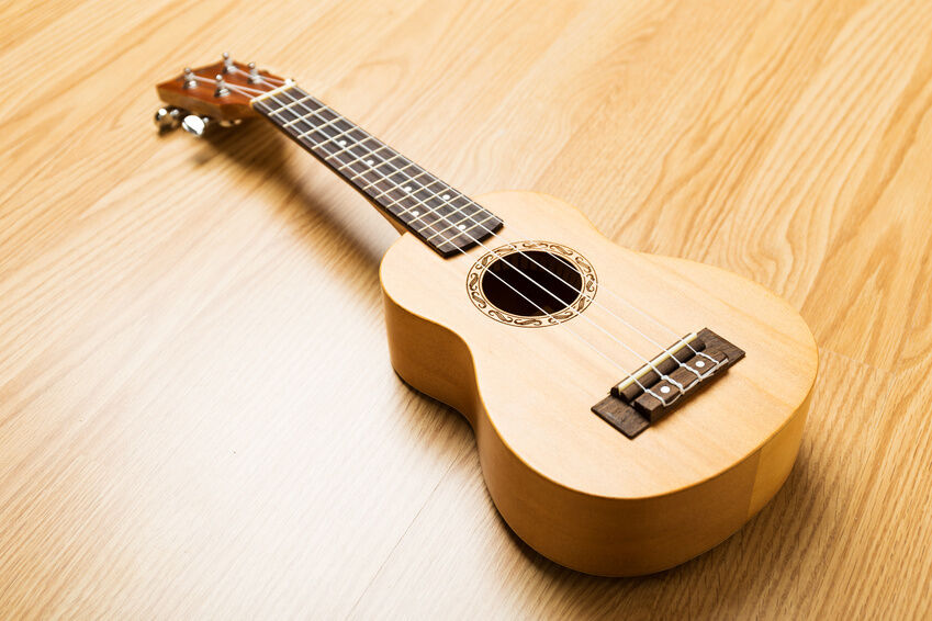 Your Guide to Buying a Left Handed Acoustic Guitar