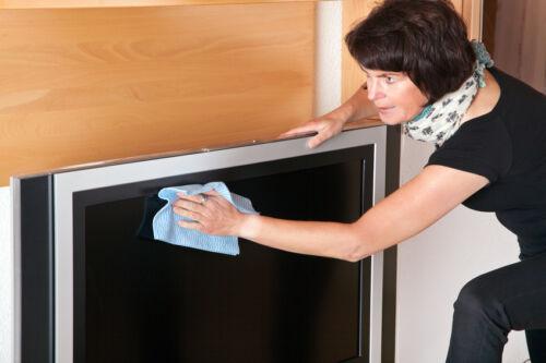 so reinigen sie ihr tv geraet ohne schlieren zu hinterlassen. Black Bedroom Furniture Sets. Home Design Ideas