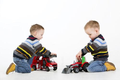 Sich ergänzendes Spielzeug für Zwillinge: So vermeiden Sie Doppelkäufe
