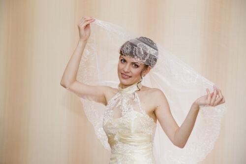 Elbow-Length Lace Veil