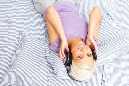 FM-Transmitter, Bluetooth-Kopfhörer und Co: mit diesen Technologien verbinden Sie Ihre Musikabspielgeräte