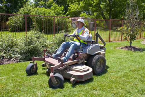 How to Use a Zero-Turn Mower