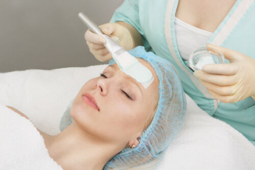 Gesichtspflege: Die besten Kuren, Masken und Peelings finden