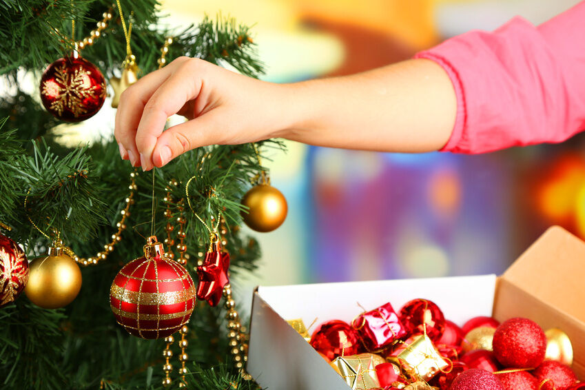 Creative ways to hang garland on a christmas tree ebay How to hang garland on a christmas tree