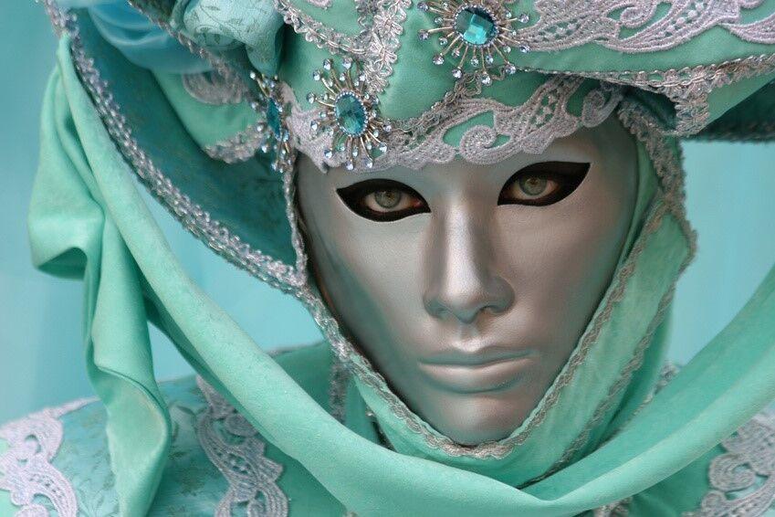 Wer steckt dahinter? Venezianische Masken lassen jedes Kostüm geheimnisvoller erscheinen