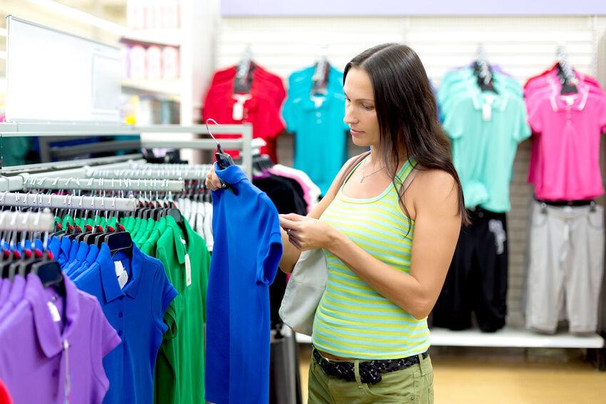 3 Tipps wie Sie Damen T-Shirts stilsicher kombinieren