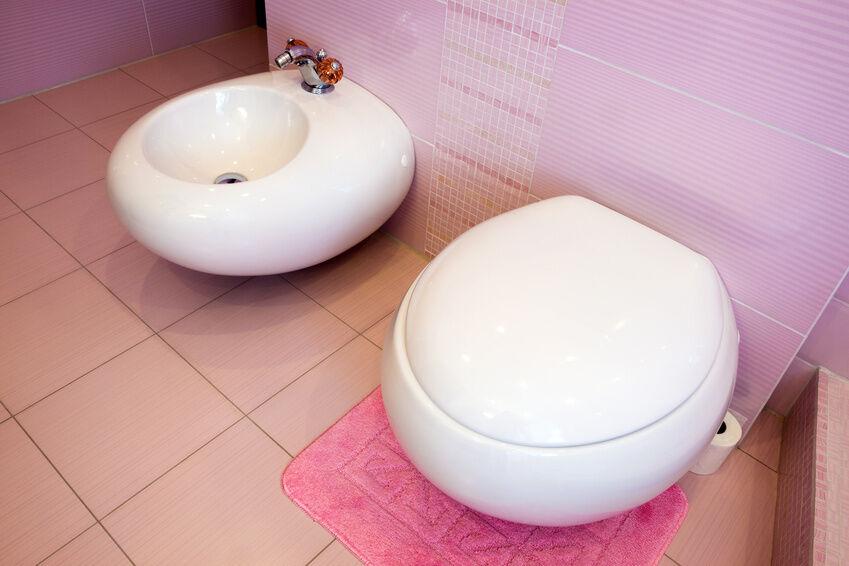 Keramik, Kunststoff, Edelstahl: Bidet-Material im Hygiene-Test