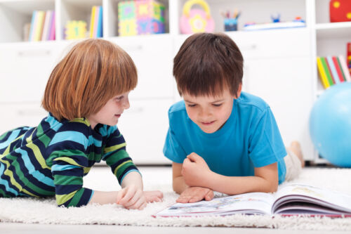 Wie Bücher über Liebe und Freundschaft Kindern helfen, den Alltag zu verstehen