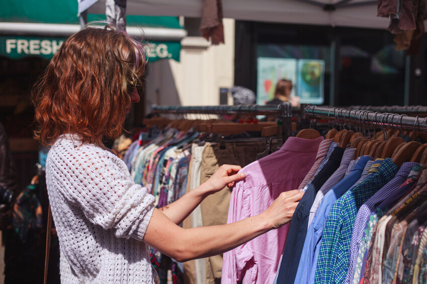 Was ist beim Online-Kauf von Kleiderpaketen zu beachten?