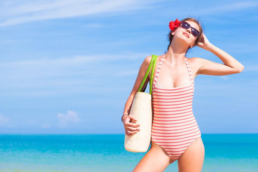 Raffinierte Einteiler für Badenixen - 3 Tipps zur Auswahl eines passenden Badeanzugs