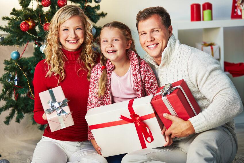 unique family christmas portrait ideas
