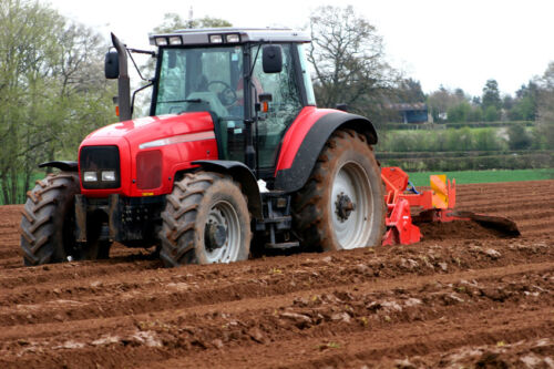 Modern Tractors: How Different Features Can Improve Efficiency