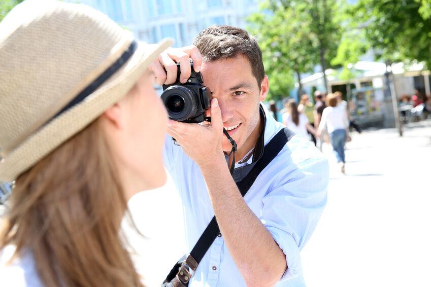 Bitte lächeln: So schießen Sie gute Fotos mit einer FUJIFILM Digitalkamera