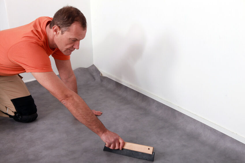 DIY: Fußbodenbelag austauschen mit PVC-Kleber