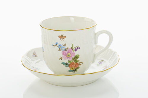 What Are the Differences Between Porcelain, Stoneware, and Bone China