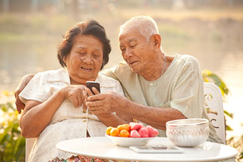 Einfach zu bedienende Handys und Tablet-PCs für Senioren