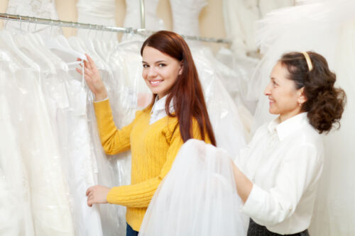 7 Do's and Don'ts When Buying a Wedding Dress