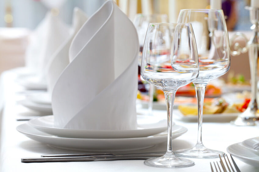 How to Accessorise Napkins for a Holiday Party