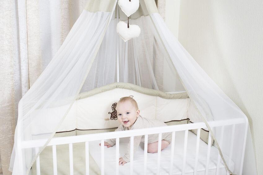 Himmel für Babybett zum Verlieben
