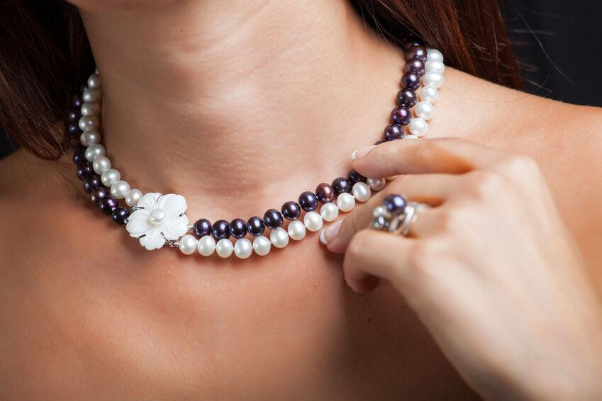 Necklace: Geschmeide um Ihren Hals