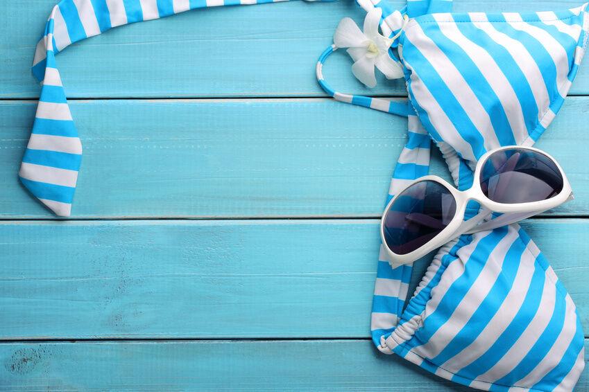 Farbe bekennen: Badehosen in trendigen Sommerfarben