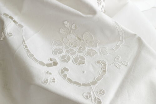 How To Choose The Right Tablecloth Size