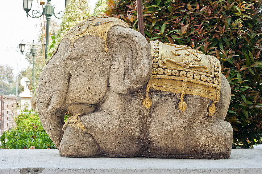 How To Choose Large Garden Statues