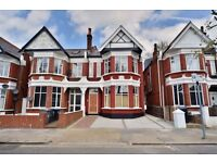 NW2 6AD CRICKLEWOOD SPACIOUS 2 BEDROOM APARTMENT IN CONVERTED PERIOD STYLE HOUSE CLOSE CRICKLEWOOD