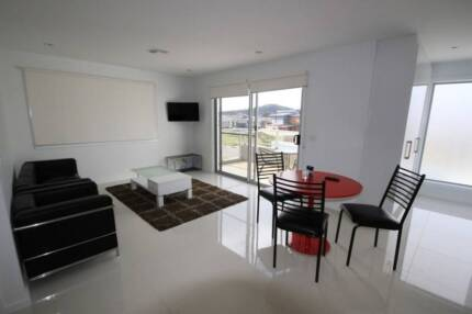 Available APR 17th | ROOM + Garage CLEAN sharehouse + NBN