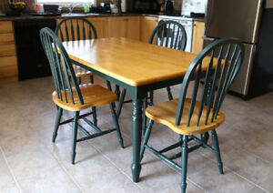 Gorgeous Pine dining table set