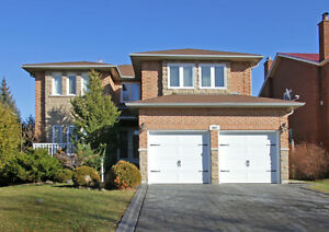 Dream home 5 bedrooms at center of Aurora and Newmarket