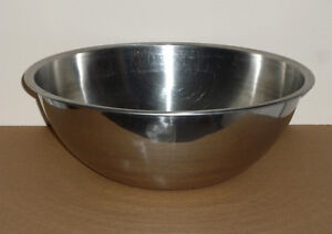 """13.5"""" Stainless Steel Bowl: Excellent Condition: Large Capacity"""