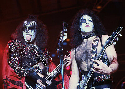 Kiss Rock Band Costumes (Art print POSTER Rock Band KISS Performing in)