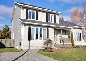 Superbe maison à louer!!! À Beauport rénovée IKEA 418-576-9270.