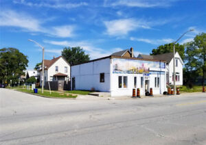 COMMERCIAL/RESIDENTIAL INCOME PROPERTY ON WYANDOTTE!!