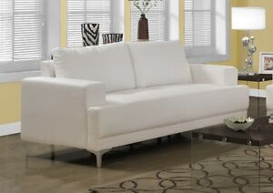2SEATS COUCH IN WHITE BONDED LEATHER WITH CHROME FEET FLOOR MODE