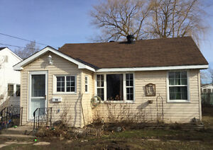 Quaint 2 Bedroom bungalow looking for its new Owners!
