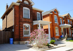 23 WILLIAM ST HAMILTON, NOTHING TO DO...JUST MOVE IN