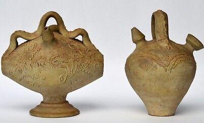 2 seltene handgefertigte alte Trinkgefäße Tongefäße Ton Schlickerdekor 19.Jh.