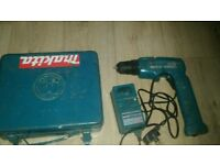 Makit drill 9.5 volt with charger