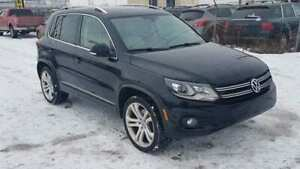 2012 Volkswagen Tiguan 2.0  Turbo AWD Leather Bluetooth Sunroof!